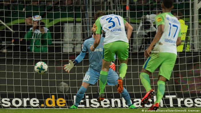 Wolfsburg Win Relegation Playoff Against Kiel Secure Spot In Bundesliga Sports German Football And Major International Sports News Dw 21 05 2018