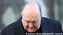 22.05.2018, Australien, Newcastle: Philip Wilson, Erzbischof, kommt zum Gericht, dem Local Court in Newcastle. Wegen der Vertuschung von Missbrauchsvorwürfen gegen einen anderen Geistlichen ist der australische Erzbischof Philip Wilson schuldig gesprochen worden. Dem 67-Jährigen drohen nun bis zu zwei Jahre Gefängnis. Das Strafmaß wird erst später verkündet. Foto: Peter Lorimer/AAP/dpa +++(c) dpa - Bildfunk+++ |