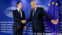 Brüssel EU-Parlament | Mark Zuckerberg, Facebook-CEO mit Antonio Tajani (Getty Images/AFP/T. Roge)