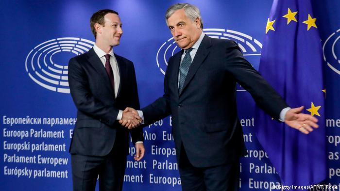 Brüssel EU-Parlament | Mark Zuckerberg, Facebook-CEO mit Antonio Tajani