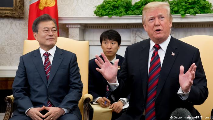 Trump und Moon Jae In Washington (Getty Images/AFP/S. Loeb)