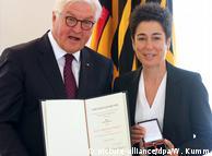 Dunja Hayali erhält Bundesverdienstkreuz