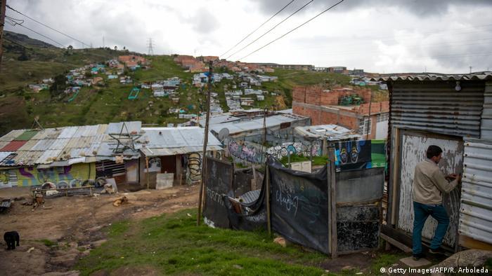 Foto de una comunidad vulnerable conformada por personas desplazadas en Colombia