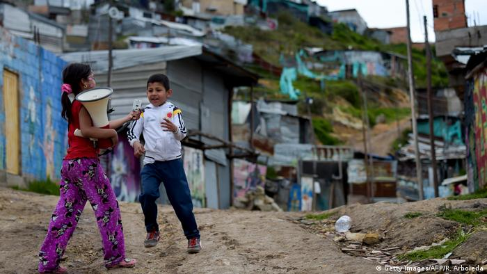 Children in a slum in Bogota (Getty Images/AFP/R. Arboleda)