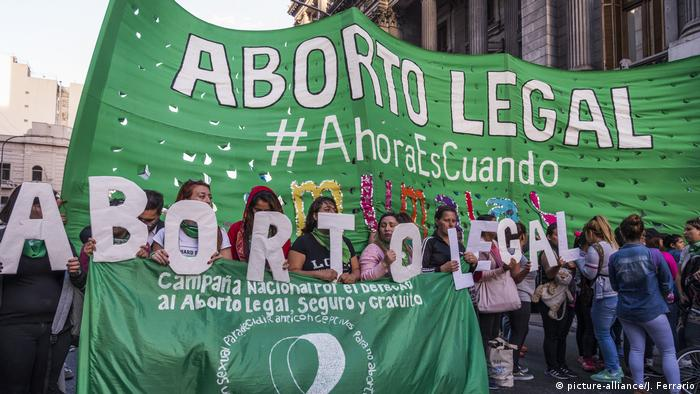 Argentinien, Buenos Aires: Demonstration zur Legalisierung von Abtreibung (picture-alliance/J. Ferrario)