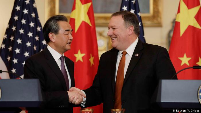 USA | Außenminister Wang Yi und Pompeo (Reuters/Y. Gripas)
