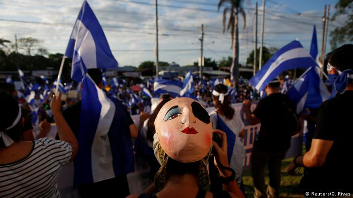 A masked protester takes part in a demonstration against President Daniel Ortega's government in Managua, Nicaragua May 18, 2018. (Reuters/O. Rivas)