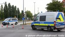 Police vans at bomb disposal site in Dresden (picture-alliance/XcitePress/C. Essler)
