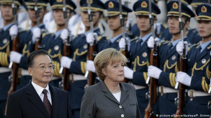 Chinareisen von Bundeskanzlerin Angela Merkel (picture-alliance/dpa/epa/P. Grimm)