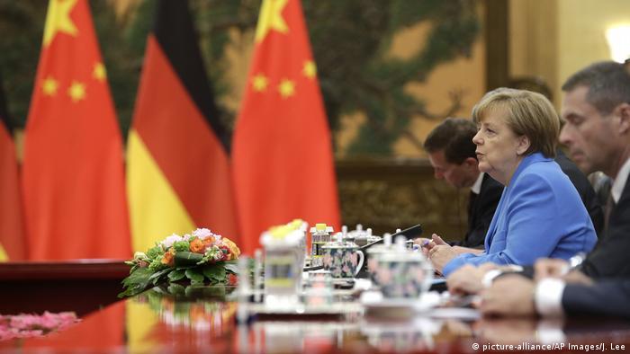 China Peking - Angela Merkel bei treffen mit Xi Jinping (picture-alliance/AP Images/J. Lee)