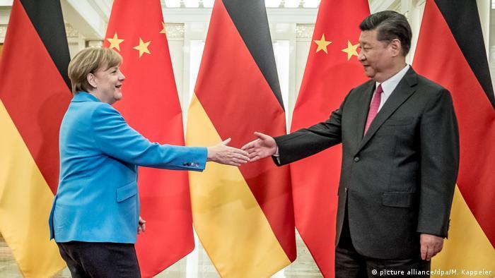 China Peking - Angela Merkel bei treffen mit Xi Jinping (picture alliance/dpa/M. Kappeler)