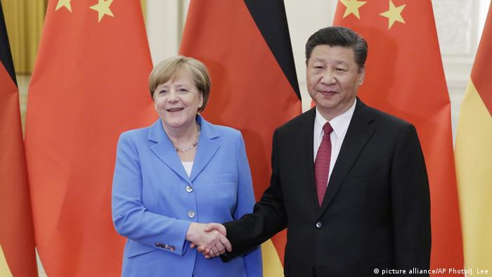 German Chancellor Angela Merkel meets with Chinese President Xi Jinping (picture alliance/AP Photo/J. Lee)
