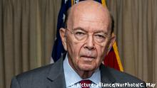 Wilbur Ross, the 39th U.S. Secretary of Commerce, gets ready to deliver the keynote address at the National Press Club (NPC) Headliners Luncheon in Washington, D.C., on Monday, May 14, 2018. (Photo by Cheriss May/NurPhoto) | Keine Weitergabe an Wiederverkäufer.