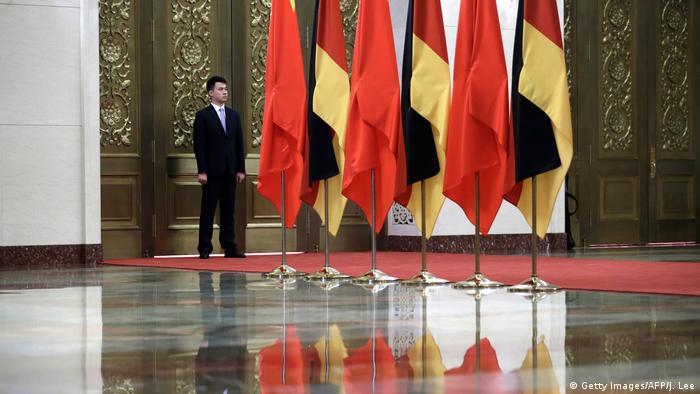 China STaatsbesuch Merkel Fahne (Getty Images/AFP/J. Lee)