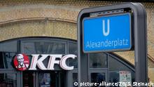 Berlin KFC am Alexanderplatz (picture-alliance/ZB/S. Steinach)