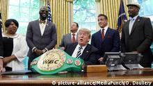 USA Präsident Donald Turmp posthume Ehrung für Jack Johnson, Boxer (picture-alliance/MediaPunch/O. Douliery)