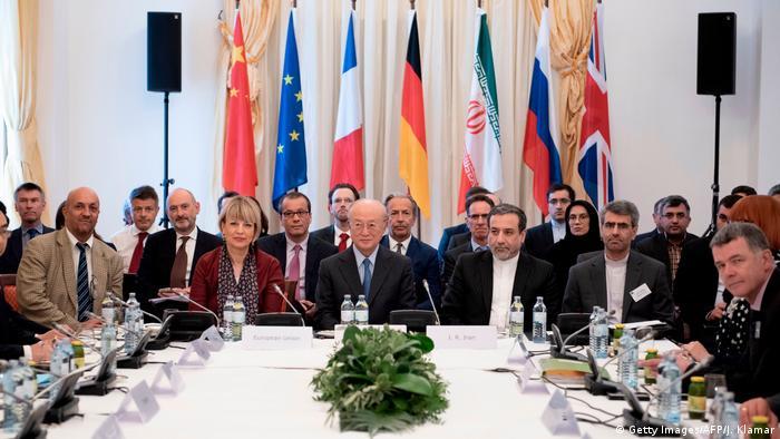 Österreich Wien | Gespräche EU - Iran über Nuklearpolitik | Helga Schmid & Yukiya Amano & Abbas Araghchi (Getty Images/AFP/J. Klamar)