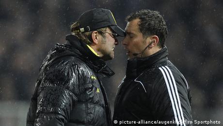 Jürgen Klopp und Schiedsrichter Stefan Trautmann (picture-alliance/augenklick/firo Sportphoto)