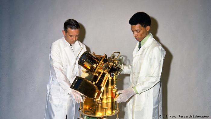 Dr George Carruthers - Astrophysiker und Erfinder mit William Convway beim Naval Research Institute