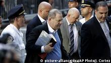 USA New York - Harvey Weinstein stellt sich der Polizei