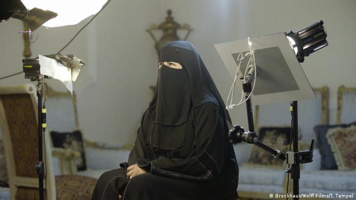 The directors used a special camera installation in order to film Hissa Hilal's eyes