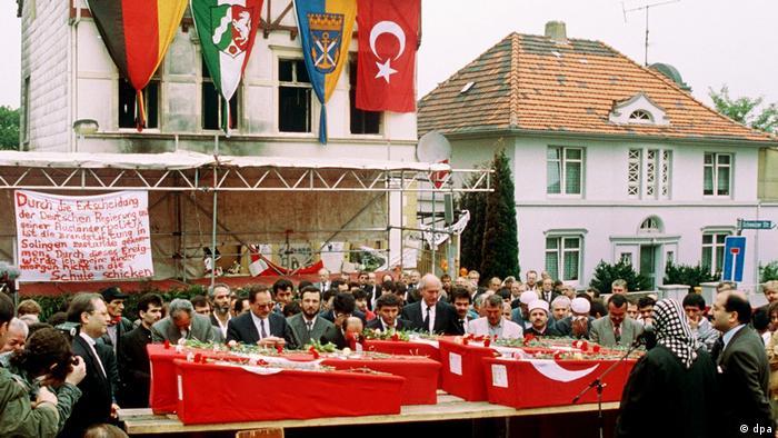 25 Jahre nach Solinger Brandanschlag (dpa)