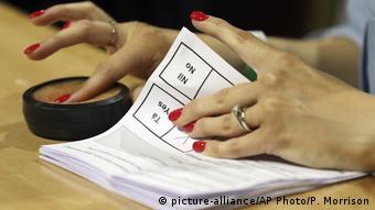 The voter turnout was recorded at 62 percent (picture-alliance/AP Photo/P. Morrison)