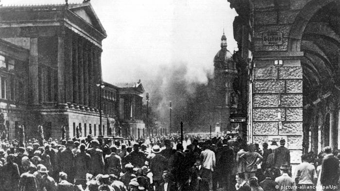 The fire at Vienna's Palace of Justice in 1927