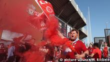 Ukraine, Kiew: Fußball: Champions League, Real Madrid - FC Liverpool, Liverpool Fans vor dem Station