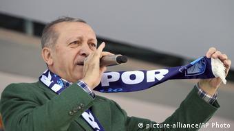 Πανταχού παρών σε όλα τα ΜΜΕ είναι ο Ερντογάν