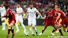 Ukraine, Kiew: Fußball: Champions League, Real Madrid - FC Liverpool Pokal