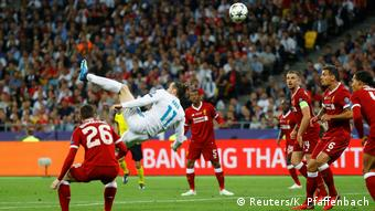 Real Madrid's Gareth Bale scores their second goal with a overhead kick (Reuters/K. Pfaffenbach)