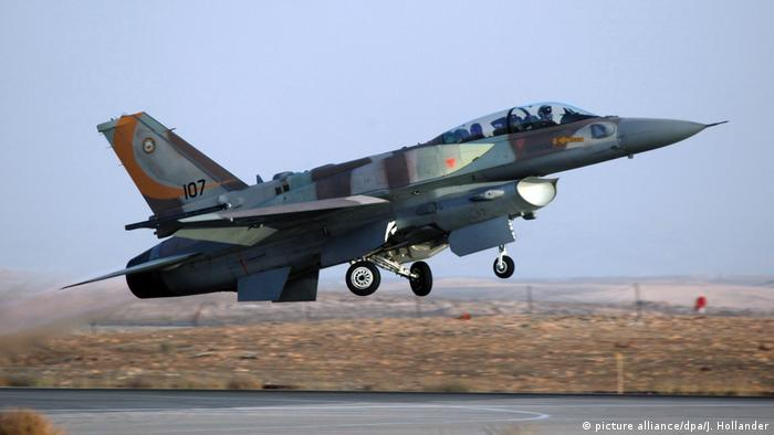 Israelischer Kampfjet (picture alliance/dpa/J. Hollander)