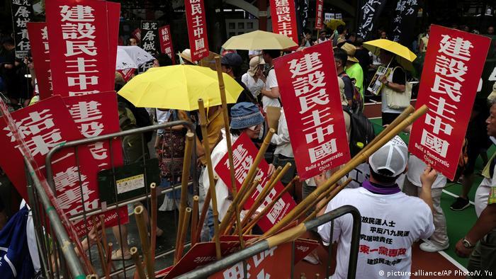 El Gobierno de China se enfrenta a uno de los aniversarios más dolorosos de su historia -el trigésimo desde la matanza de Tiananmen, el 4 de junio de 1989- rehuyendo responsabilidades, y criminalizando a víctimas de la represión. Así lo denunció la Asociación de Madres de Tiananmen. (3.06.2019).