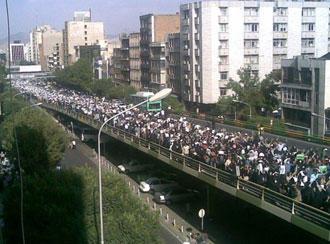 یک سال پیش، تظاهرات در تهران − این بحث مطرح است که آیا این صحنه به این زودیها تکرارشدنی است