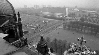 Berlin 1990 View from Berlin Cathedral to the Schlossplatz (Imago/B. Friedel)