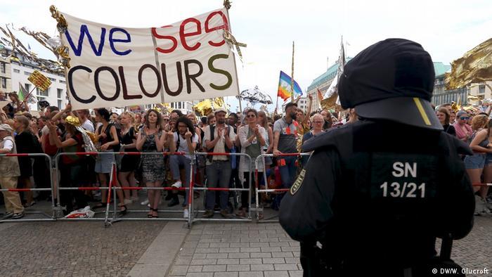 Berlin Gegendemo zu AFD Demonstration (DW/W. Glucroft)