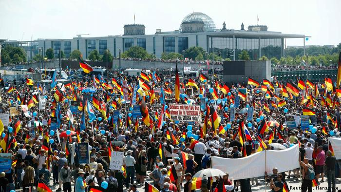 Deutschland - AFD-Demonstration in Berlin (Reuters/H. Hanschke)