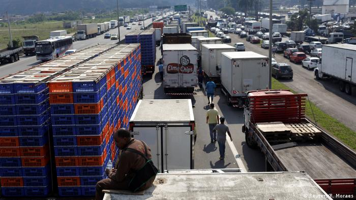 Brasilien - Straßenblockade gegen hohe Treibstoffpreise (Reuters/R. Moraes)