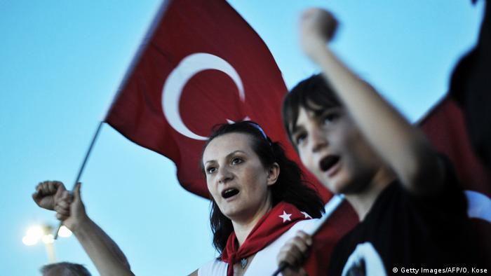 Türkei Proteste gegen die Regierung in Izmir