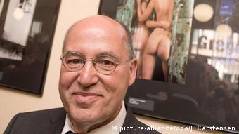 politician Gregor Gysi (picture-alliance/dpa/J. Carstensen)