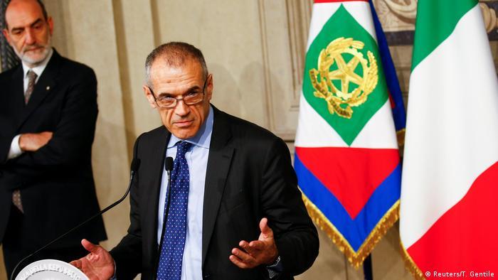 Italien Rom Carlo Cottarelli mit Regierungsbildung beauftragt (Reuters/T. Gentile)