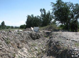 Узбекистан роет траншеи на границе