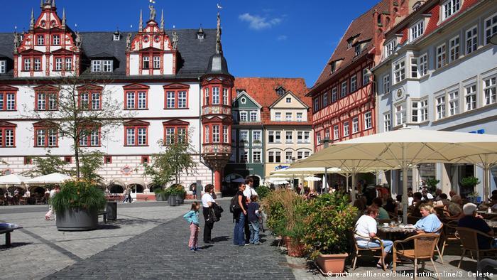 Deutschland Marktplatz und historisches Rathaus, Coburg, Oberfranken, Bayern (image-alliance / Bildagentur-online / S. Celeste)