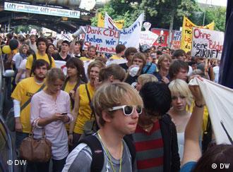 Demonstranten auf der Kölner Großdemonstration für gerechtere Bildung (Foto: Benjamin Braden)