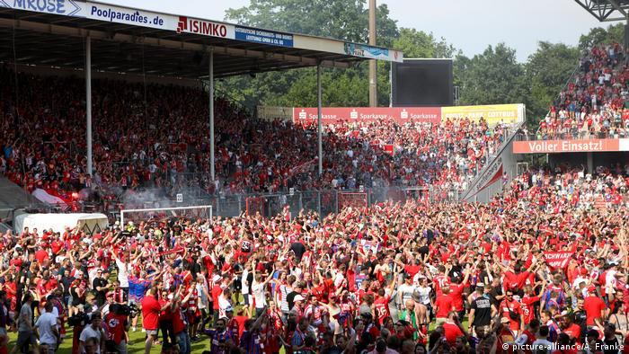 Fußball Relegationsspiel FC Energie Cottbus - Weiche Flensburg Fans