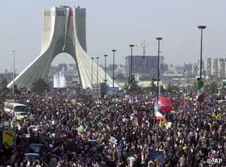 صحنهای از مراسم سالگرد انقلاب ایران در میدان آزادی