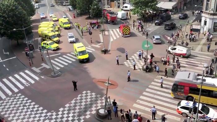 La Fiscalía federal de Bélgica investiga como un presunto caso de terrorismo el tiroteo que dejó en Lieja cuatro víctimas mortales y dos heridos. Un hombre mató a dos policías de varias puñaladas por la espalda, tras lo cual les quitó sus armas y asesinó a un hombre de 22 años. Según medios, el atacante gritó: ¡Alá es grande! al atacar a los policías. (29.05.2018).