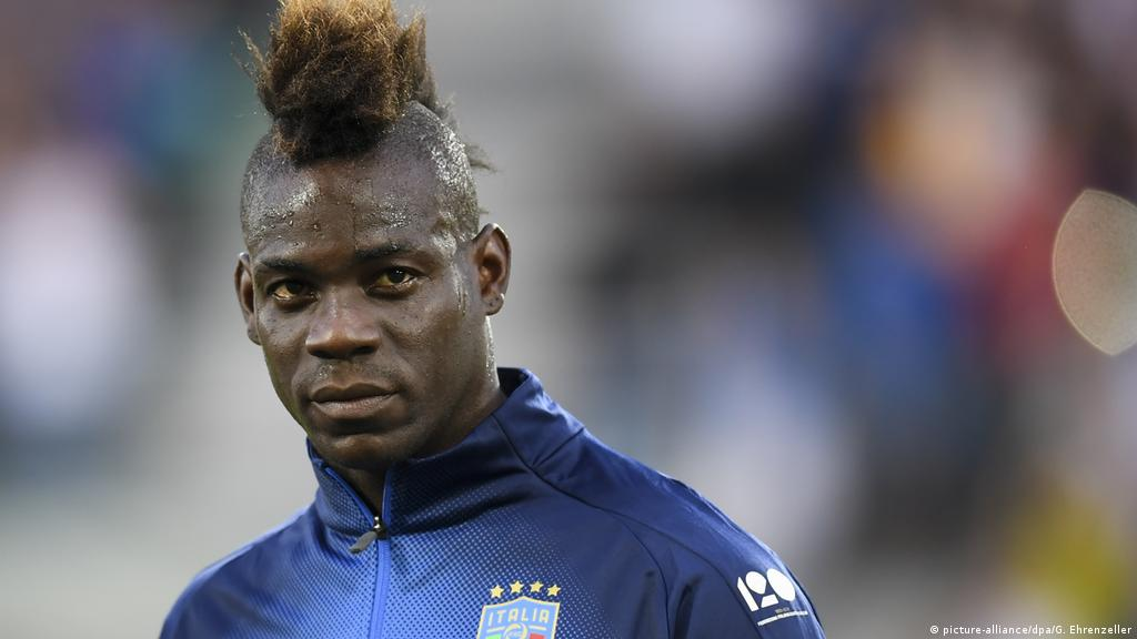 We Re In 2018 Mario Balotelli Responds To Racist Banner Sports German Football And Major International Sports News Dw 29 05 2018