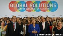 Deutschland, Berlin: Gruppenfoto bei der Global Solutions Summit